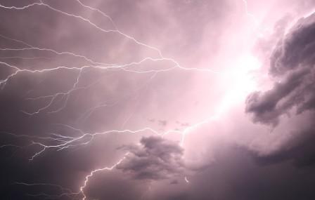 lightning-1056419_1280 (2)